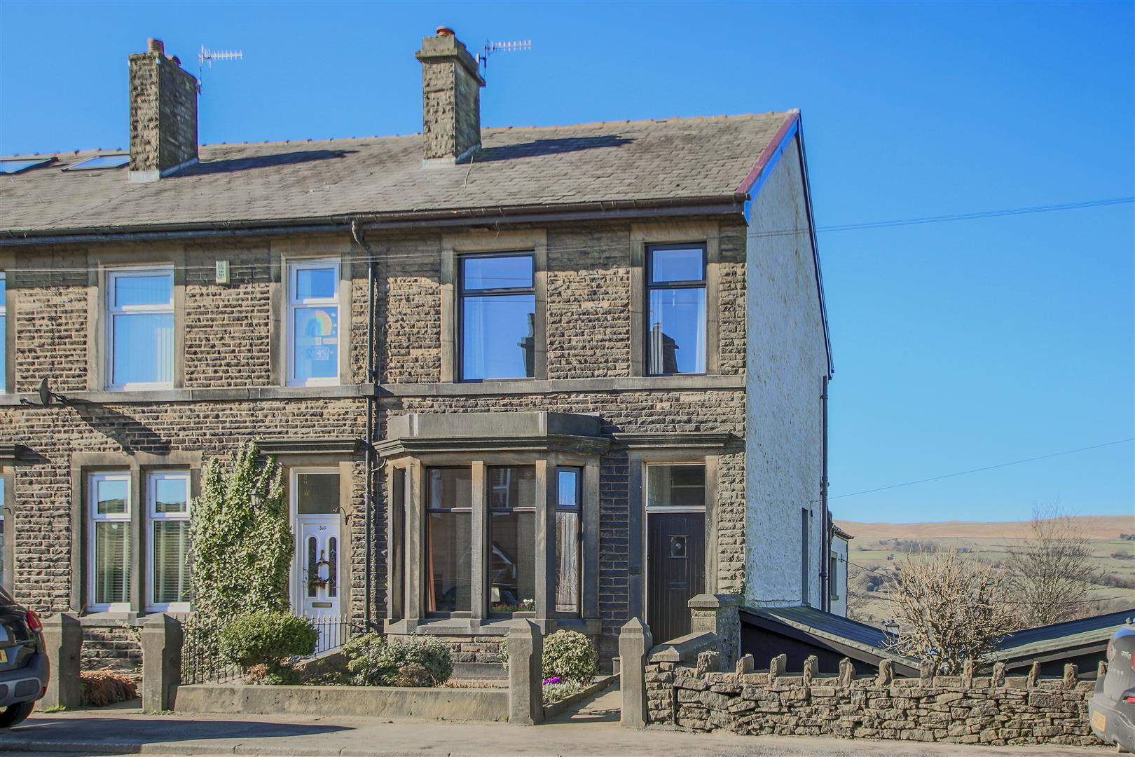 3 Bedroom End Terrace House For Sale - Main Image